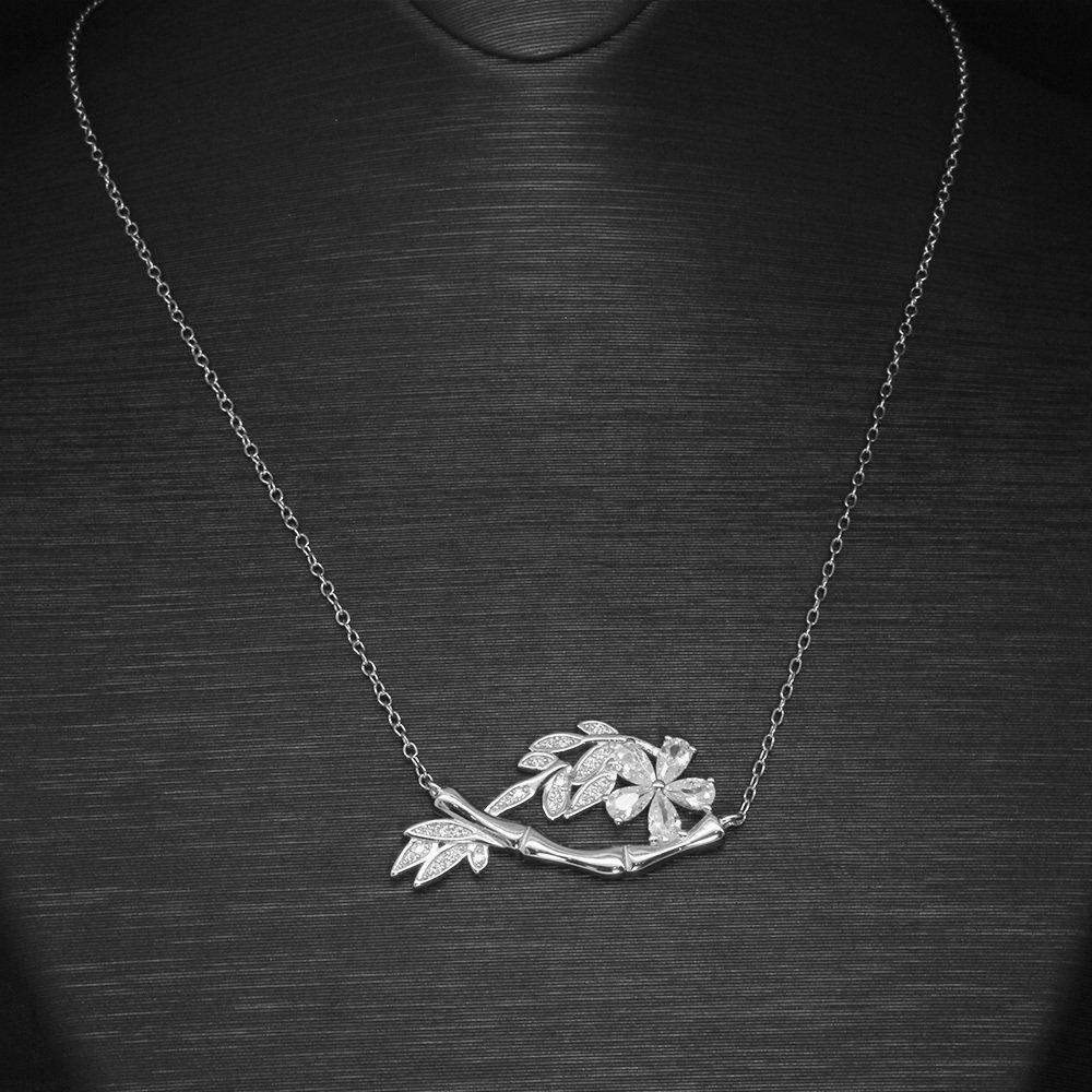 Beyaz Zirkon Taşlı Çiçek-Yaprak Tasarım 925 Ayar Gümüş Bayan Kolye