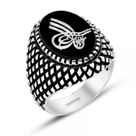 Tesbihane - 925 Ayar Gümüş Nokta Desenli Tuğra Model Oniks Doğaltaş Yüzük
