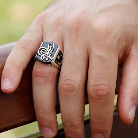 Tesbihane - 925 Ayar Gümüş Oniks Taşlı Tuğra İşlemeli Yüzük