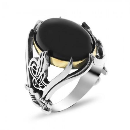Tesbihane - Tuğra ve Kılıç İşlemeli Siyah Oniks Taşlı 925 Ayar Gümüş Erkek Yüzük