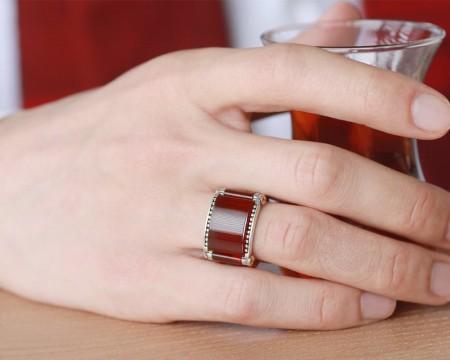 - 925 Ayar Gümüş Özel Tasarım Kırmızı Akik Taşlı İşlemeli Yüzük