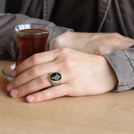 Tuğra Motifli Siyah Mineli 925 Ayar Gümüş Erkek Yüzük - Thumbnail