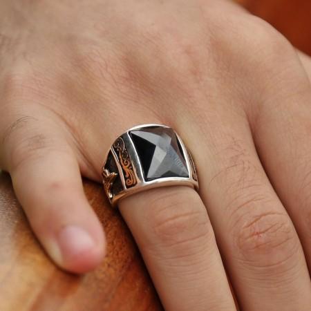 - 925 Ayar Gümüş Zirkon Taşlı Kristal Kesim Yüzük (Siyah)