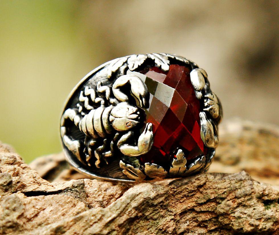 Akrep Kral 2 - 925 Ayar Gümüş Kırmızı Zirkon Taşlı Akrep Motifli Yüzük