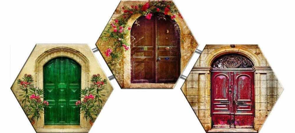 Çiçeklerle Süslenmiş Kapı Temalı Kanvas Tablo