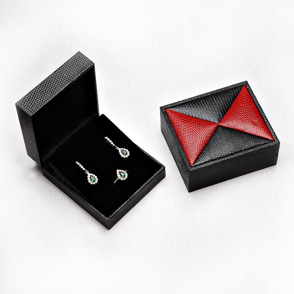 Kırmızı-Siyah Renk Deri Set Kutusu