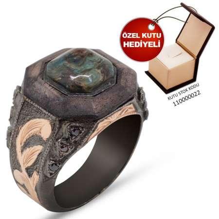 Tesbihane - El İşçiliği Mikro İşleme Abanoz-Yeşil Sıkma Kehribar Taşlı 925 Ayar Gümüş Yüzük