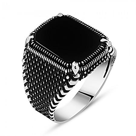 Tesbihane - Nokta İşlemeli Siyah Köşeli Oniks Taşlı 925 Ayar Gümüş Erkek Yüzük