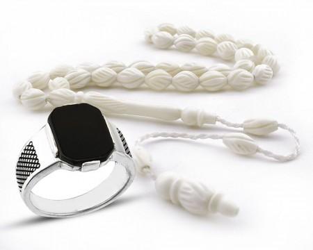 - Oniks Taşlı Gümüş Yüzük ve Özel İşçilikli Deve Kemiği Tesbih Kombini