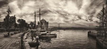 - Siyah Beyaz Ortaköy Manzaralı Kanvas Tablo