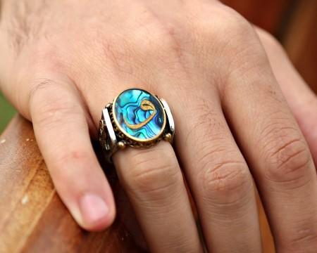 - Tuğralı Okyanus Sedefi Üzerine Altın Varak Vav Harfli Gümüş Yüzük